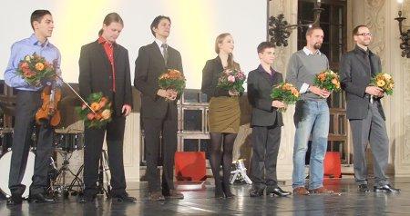 Preisträger des Kunstförderpreis Augsburg 2011: Sandro Roj, Jan Kiesemann, Thomas von Steinaecker, Lauro Mrochen, Alexander Arnold, Florian Fiener und Armin Daam (v.l.n.r.)